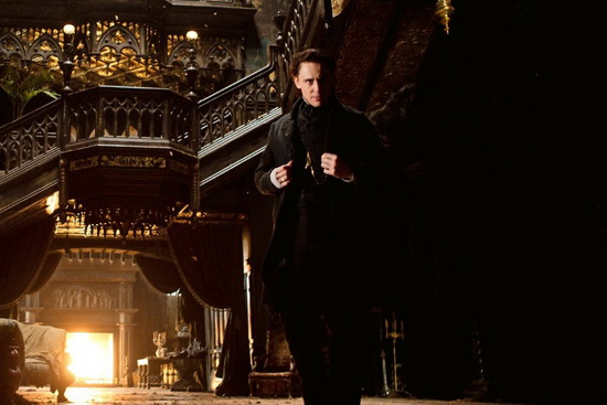 تام هیدلستن در فیلم قله سرخ