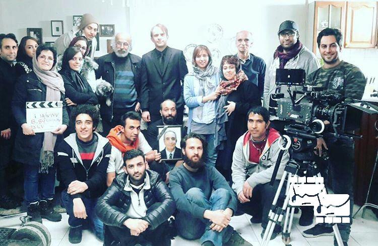 عکس یادگاری عوامل فیلم کاناپه در روزهای پایانی تصویربرداری آن
