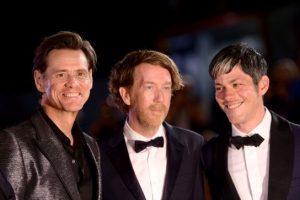 ۰۱+Jim+Carrey+(L)_+director+Chris+Smith+and+producer+Danny+Gabai