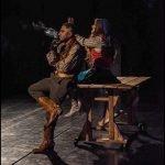 نوید محمدزاده و مهناز افشار در نمایش الیور توئیست