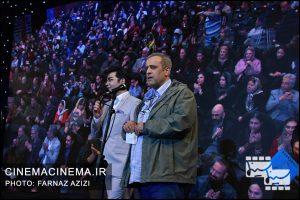 از راست حمید نعمت الله و فرزاد حسنی در دوازدهمین جشن منتقدان و نویسندگان سینما