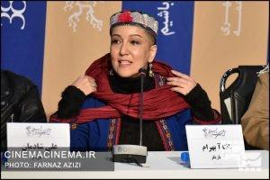 پانته آ بهرام در نشست خبری عوامل فیلم شنای پروانه در سی و هشتمین جشنواره فیلم فجر