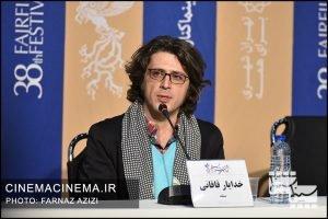 خدایار قاقانی در نشست خبری عوامل فیلم تومان در سی و هشتمین جشنواره فیلم فجر