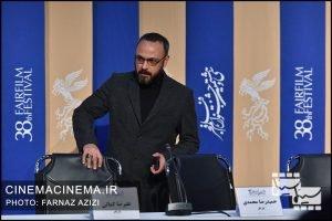 علیرضا کمالی در نشست خبری عوامل فیلم «آبادان یازده ۶۰» در سی و هشتمین جشنواره فیلم فجر