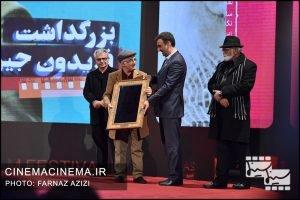 تقدیر از فریدون جیرانی در آیین اختتامیه سی و هشتمین جشنواره فیلم فجر