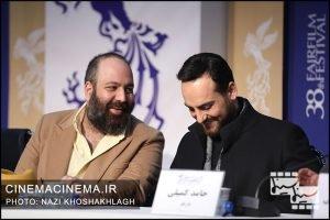 از راست حامد کمیلی و علی اوجی در نشست خبری فیلم «سینما شهر قصه» در دهمین روز سی و هشتمین جشنواره فیلم فجر