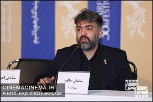 ساسان سالور در نشست خبری عوامل فیلم سه کام حبس در سی و هشتمین جشنواره فیلم فجر