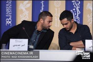 از راست ساعد سهیلی و امیر جدیدی در نشست خبری عوامل فیلم «روز صفر» در سی و هشتمین جشنواره فیلم فجر