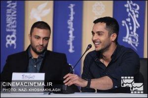 از راست ساعد سهیلی و امیر جدید در نشست خبری عوامل فیلم «روز صفر» در سی و هشتمین جشنواره فیلم فجر