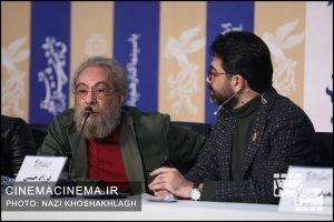از راست فرزاد حسنی و مسعود فراستی در نشست خبری عوامل فیلم «روز صفر» در سی و هشتمین جشنواره فیلم فجر