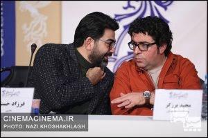از راست مجید برزگر و فرزاد حسنی در نشست خبری عوامل فیلم «ابر بارانش گرفته» در سی و هشتمین جشنواره فیلم فجر