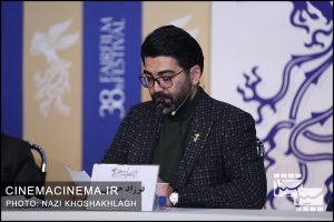 فرزاد حسنی در نشست خبری عوامل فیلم «ابر بارانش گرفته» در سی و هشتمین جشنواره فیلم فجر
