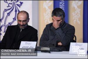 از راست پژمان جمشیدی و هادی حجازیفر در نشست خبری عوامل فیلم «دوزیست» در سی و هشتمین جشنواره فیلم فجر