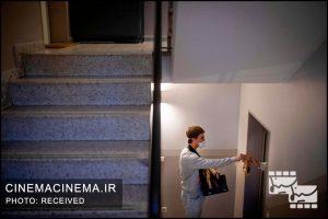 در این پروژه، قبل از فیلم، پاپکورن رایگان میان ساکنان ساختمانها توزیع میشود.