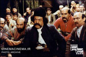 محمدعلی کشاورز در فیلم کمیته مجازات (خلاصهای از هزاردستان) به کارگردانی علی حاتمی
