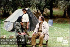 محمدعلی کشاورز در فیلم زیر درخت گردو به کارگردانی عباس کیارستمی / عکاس علیرضا انصاریان