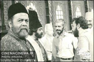 محمد علی کشاورز در کنار جمشید مشایخی، علی حاتمی، عزت الله انتظامی در فیلم کمالالملک / عکاس عزیز ساعتی