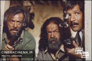 محمدعلی کشاورز کنار ایرج قادری در فیلم برزخیها / عکاس حسین ملکی
