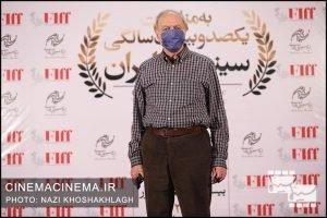 محمدعلی نجفی در فرش قرمز آیین تجلیل از افتخارآفرینان سینمای ایران در عرصه بینالملل