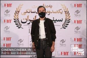نوید محمدزاده، بازیگر در فرش قرمز آیین تجلیل از افتخارآفرینان سینمای ایران در عرصه بینالملل