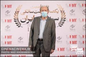 علی نصیریان، بازیگر در فرش قرمز آیین تجلیل از افتخارآفرینان سینمای ایران در عرصه بینالملل