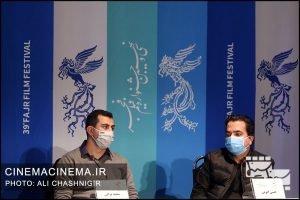 از راست حسن ابویی و سعید براتی در نشست خبری فیلم تک تیرانداز در سی و نهمین جشنواره فیلم فجر