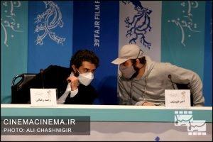 از راست امیر نوروزی و وحید رهبانی در نشست خبری فیلم مصلحت در سی و نهمین جشنواره فیلم فجر