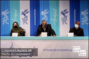 از راست محمدرضا منصوری، امیرمهدی ژوله و ژاله صامتی در نشست خبری فیلم شیشلیک در سی و نهمین جشنواره فیلم فجر