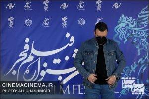 کامبیز دیرباز در فتوکال فیلم تک تیرانداز در سی و نهمین جشنواره فیلم فجر