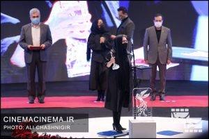 رویا افشار در مراسم اختتامیه سی و نهمین جشنواره فیلم فجر