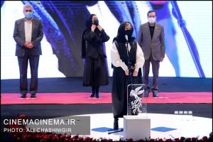 ستاره پسیانی در مراسم اختتامیه سی و نهمین جشنواره فیلم فجر