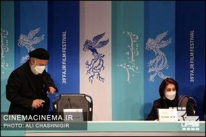 از راست فاطمه معتمدآریا و حمیدرضا آذرنگ در نشست خبری فیلم روزی روزگاری آبادان در سی و نهمین جشنواره فیلم فجر