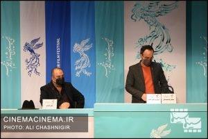 از راست محمدرضا مقدسیان و علی اوجی در نشست خبری فیلم روزی روزگاری آبادان در سی و نهمین جشنواره فیلم فجر