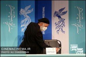 حمیدرضا آذرنگ در نشست خبری فیلم روزی روزگاری آبادان در سی و نهمین جشنواره فیلم فجر