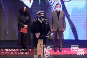 رضا عطاران در مراسم اختتامیه سی و نهمین جشنواره فیلم فجر