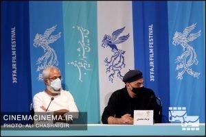 از راست فرشاد محمدی و عباس عباسی در نشست خبری فیلم تی تی در سی و نهمین جشنواره فیلم فجر