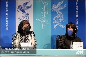 از راست الناز شاکر دوست و آیدا پناهنده در نشست خبری فیلم تی تی در سی و نهمین جشنواره فیلم فجر
