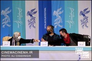 از راست هوتن شکیبا، حمید نجفی راد و گیتی معینی در نشست خبری فیلم ابلق در سی و نهمین جشنواره فیلم فجر