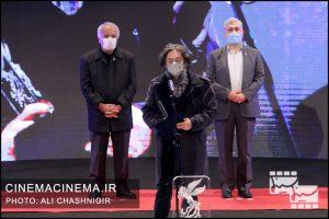 حامد ثابت در مراسم اختتامیه سی و نهمین جشنواره فیلم فجر