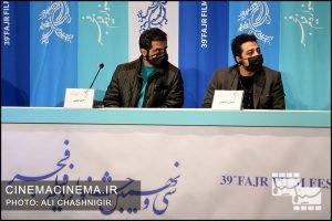 از راست عرفان ابراهیمی و امیر شمس در نشست خبری فیلم مامان در سی و نهمین جشنواره فیلم فجر
