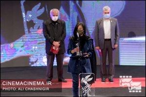 مارال جیرانی در مراسم اختتامیه سی و نهمین جشنواره فیلم فجر