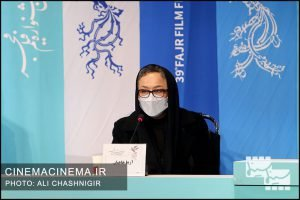 آزیتا حاجیان در نشست خبری فیلم خط فرضی در سی و نهمین جشنواره فیلم فجر