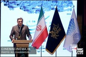 پیروز حناچی، شهردار تهران در مراسم اختتامیه سی و نهمین جشنواره فیلم فجر