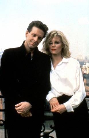 با کیم بیسینگر سر صحنه فیلم «نه و نیم هفته» (آدریان لین، 1986)
